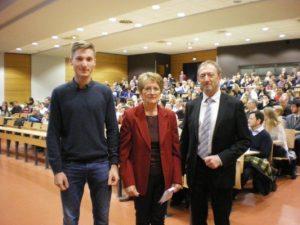 Andrée Kempf, notre Déléguée pour le grand Est (Alsace) remet le Prix de l'AFDMA àYannick Fritsch, élève du Gymnase de Strasbourg, le 05.11.2016 au Pôle européen de gestion et d'économie de l'Université.