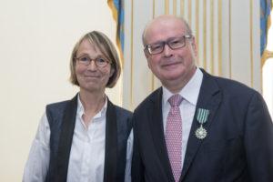 Remise des insignes de Chevalier des Arts et Lettres par La Ministre Mme Françoise Nyssen à Cyrille Schott le 26 juin 2018